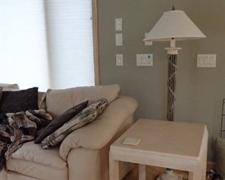 END TABLE - FLOOR LAMP WITH SHADE