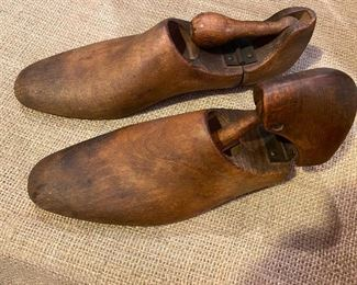 Early wooden shoe lasts