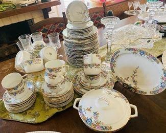 Hutschenreuther Selb porcelain dinnerware set