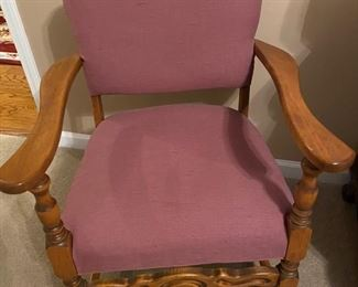 Vintage upholstered side chair in great condition!