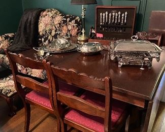 Beautiful claw foot, drop leaf dining table with 2 more leaves.
