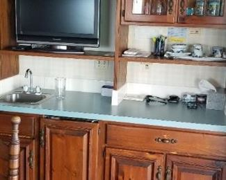 Matching wet bar with solid wood QuakerMaid kitchen cabinetry