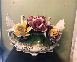 Capodimonte MINT 1930's White Doves with Roses