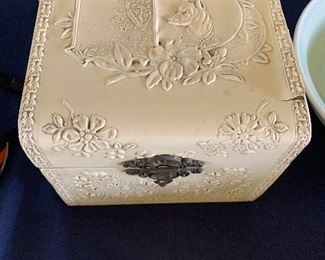 Victorian Men's collar box