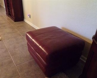 hassock, goes w/club chairs