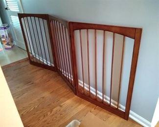 Wood Baby/pet gate