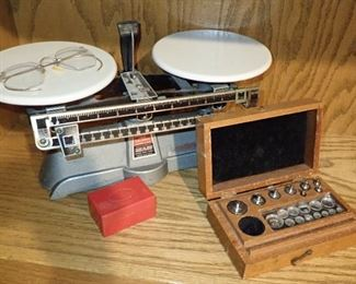 VINTAGE SCALE WITH WEIGHTS