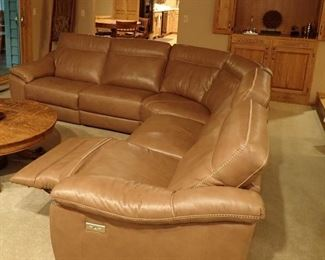 "NATUZZI LEATHER ROUND SECTIONAL - WITH 3 - POWER RECLINERS  - SIZE 115"" TO MIDDLE 115"" TO END X 37 DEEP X 38"" TALL - EXCELLENT CONDITION"