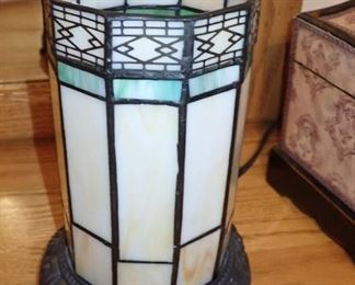 STAINED GLASS ROUND LAMP
