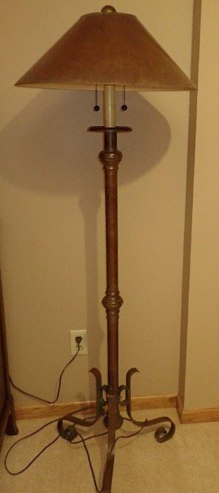 TRI LEG FLOOR LAMP WITH SHADE