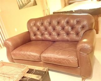 LEATHER TUFTED LOVESEAT