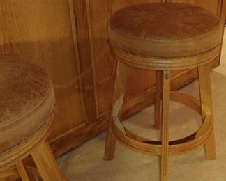 BAR STOOLS WITH LEATHER TOP