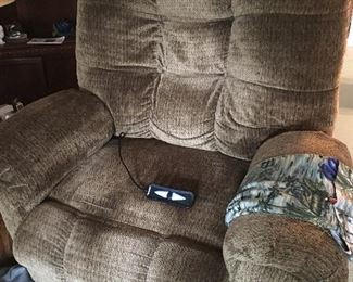 Lift recliner chair