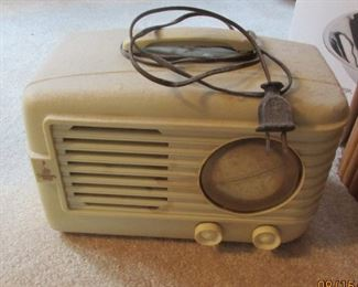 vintage bakelite radio Emerson