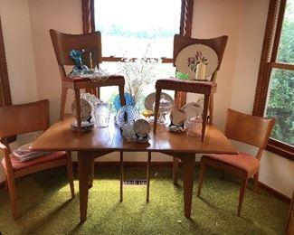 Heywood Wakefield Stingray dining chairs, set of 4 Heywood Wakefield dining table.