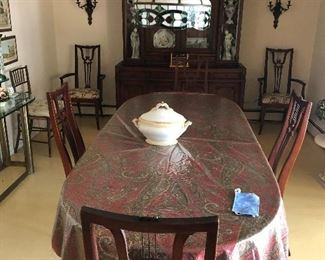 dinning room table and tiffany style lamp