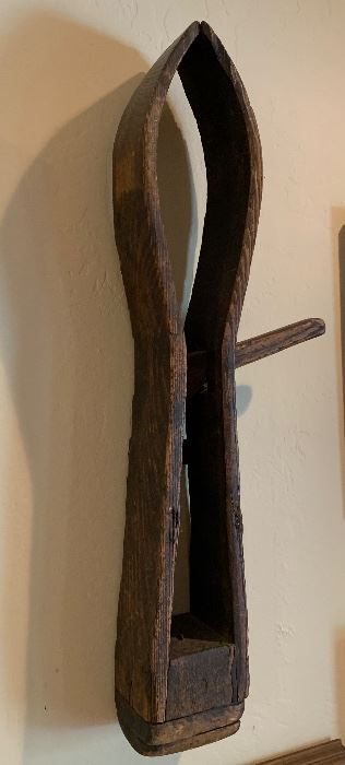 Antique Primitive Farm Tool Rustic Wall Decor	26x9x4in	HxWxD