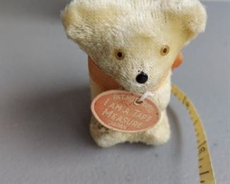 TEDDY BEAR w/ RETRACTABLE TAPE MEASURE TAIL~VINTAGE c.1960s~NOVELTY SEWING TOOLS $7