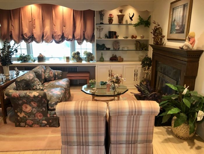 Lots of home decor & furniture in excellent condition