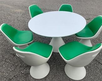 Have you ever?!! Love this 7 piece all original MCM Saarinen Style green & white Tulip Style Table & Chairs!