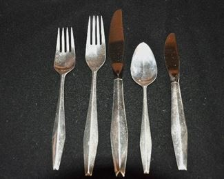 "EXQUISITE GIO PONTI REED AND BARTON MID CENTURY STERLING SILVER ""DIAMOND"" FLATWARE SET, SERVICE FOR 12, WITH 12 EXTRA TEASPOONS. 5 PIECE PLACE SETTING INCLUDES KNIFE, FORK, SALAD FORK, TEASPOON AND BUTTER KNIFE ( 8 SERVING PCS, INCLUDED). OUR FIRM PRICE IS $4000.00.  2160g. TOTAL WEIGHT NOT INCLUDING THE KNIVES                                                                   SORRY NOT INCLUDED IN 50% OFF!"
