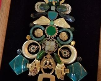 Art made out of vintage jewlery