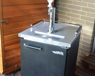 Kegerator fits up to 1 full keg