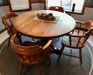 Round Oak Table/Chairs