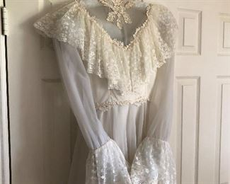 Beautiful vintage wedding dress in excellent condition