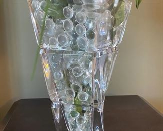 Twisted crystal glass vase with flowers	3x3x12		D936