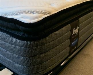 KING Roche Bobois Black Lacquer & Leather Bed w/ Sealy Performance Mattress	39x140x92in	HxWxD	19603