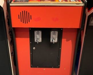 1981 Nintendo Donkey Kong Video Arcade Game Coin-Op	67x24x34in	HxWxD	19576