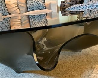 Contemporary Freeform Molded Glass Coffee Table	16x60x51in	HxWxD	19503