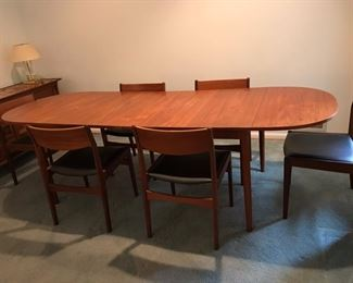 Danish dining table with 2 leafs and 6 chairs