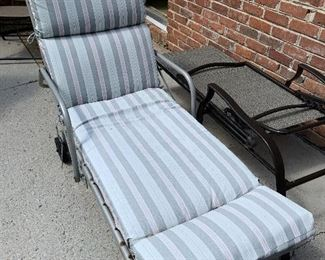 #93Vintage chaise lounge with cushion $10.00