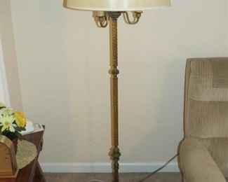 ANTIQUE FLOOR LAMP.