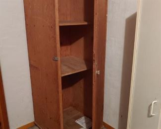 ANTQIQUE BROWN WOOD WARDROBE