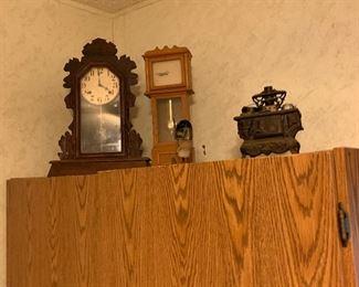 GINGERBREAD ANTIQUE CLOCK