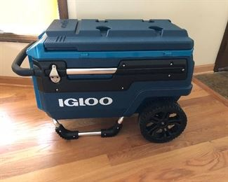 brand new Igloo Trailmate Journey cooler on wheels