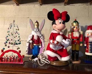 Bugs Bunny nutcracker, Minnie Mouse