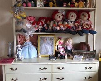 vintage Raggedy Ann & Andy dolls, vintage Mickey Mouse plush, cute vintage kids bedroom 2 pc dresser with shelves