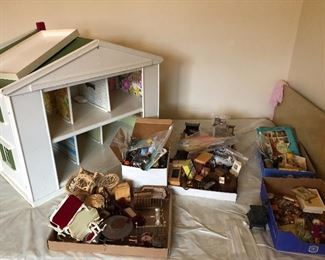 Dollhouse with tons of furniture and accessories
