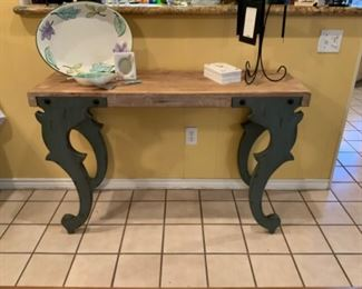 Nice Console/Accent Table