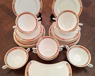 "36-piece set of Royal Worcester ""Beaufort"" bone china - England. Active pattern 1984 - 1994."