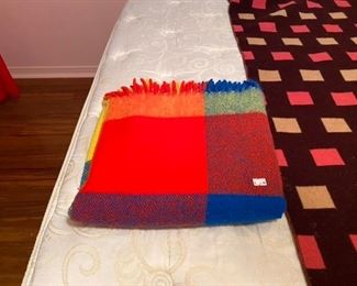 $6 small - good blanket