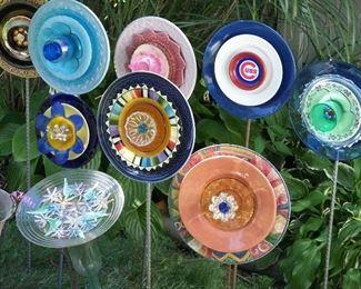 Flower plate garden stakes