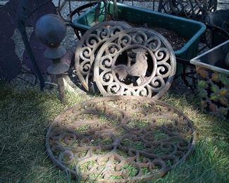 Cast iron outdoor & garden decor