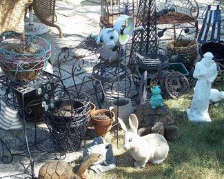 Trellises, plant stands, baskets & statues