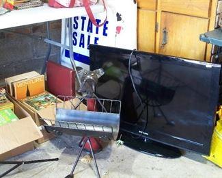 "Two 32"" Samsung flat screen TV's"