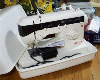 Portable Singer sewing machine & accessories